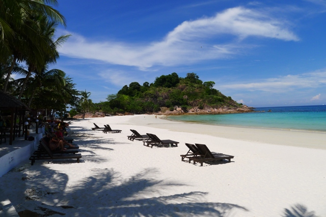The white sandy beaches of Redang Island awaits you.