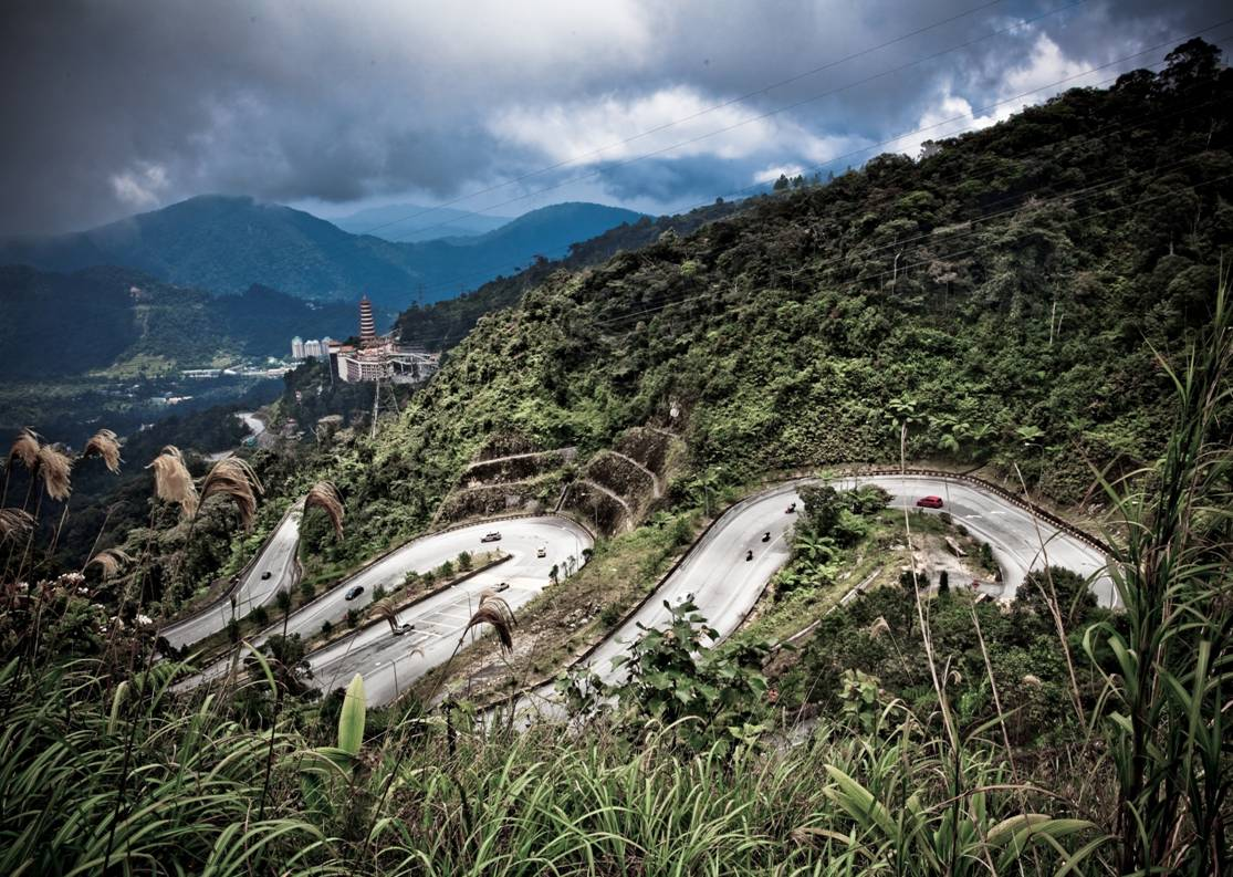 Breathtaking and thrilling hairpins awaits you in this trip